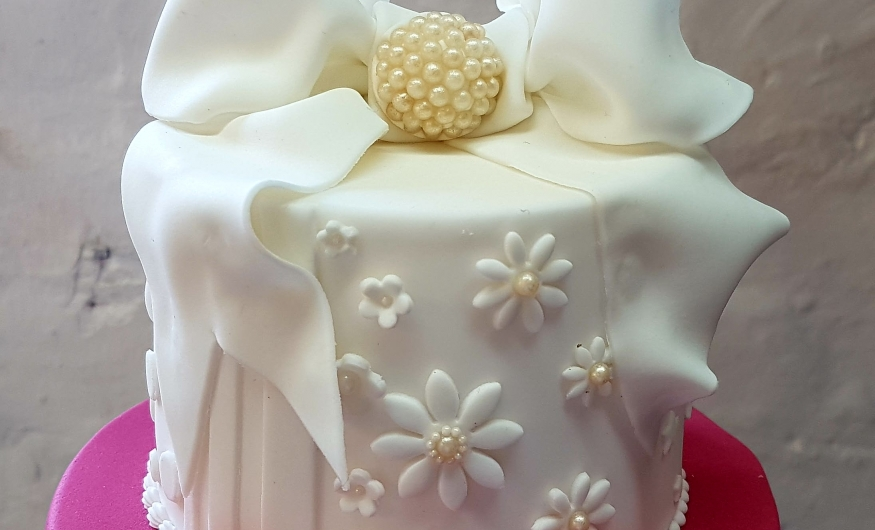 wedding cake courses 6 week professional wedding cake course cake school 8602