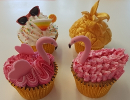 Flamingo and tropical cupcakes