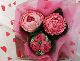 Piped Cupcake Posy (mini, 3-cupcake bouquet)