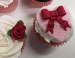 Zoom demonstration - Valentine cupcakes