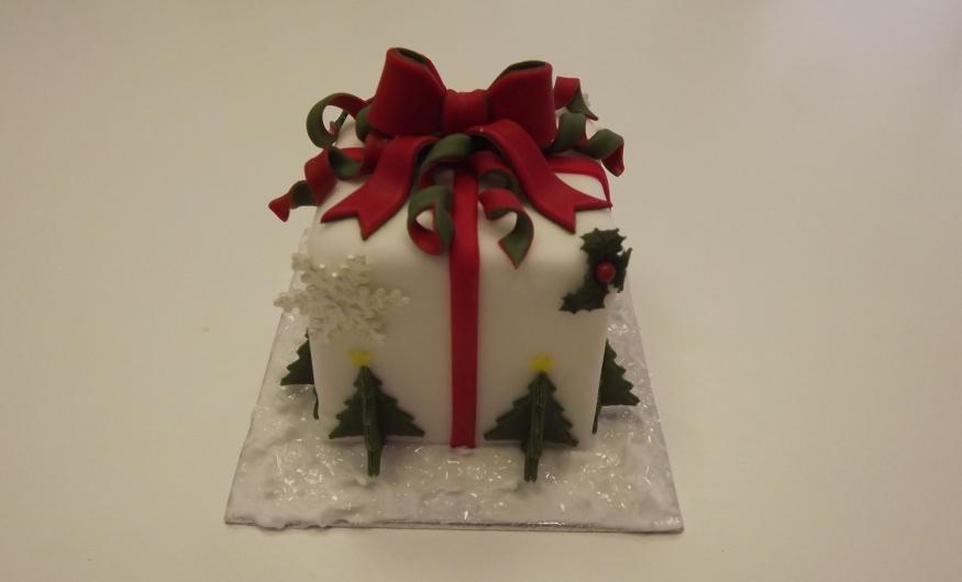 Mini Christmas Parcel Cake Cake School