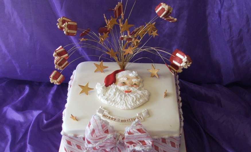 Professional Cake Decorating Course Uk : One day professional cake decorating   Xmas themed - Cake ...