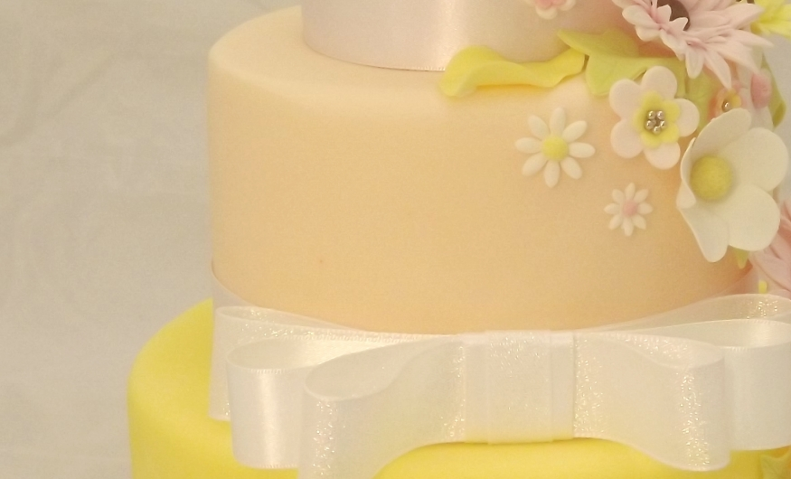 Professional Cake Decorating Frosting Recipe : Demonstration - The Secrets of Professional Cake ...