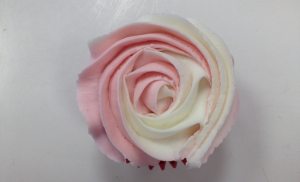 How to pipe a two tone rose swirl using strawberry & champagne frosting